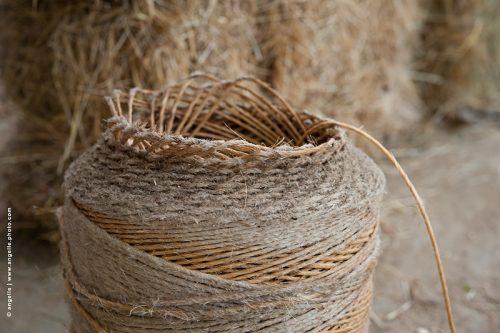 photo © angelle bobine de corde ficelle enroulée dessin paille ferme solidité beauté echappé