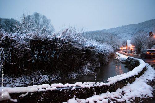photo © angelle village crepuscule neige route courbe reflet rentrer