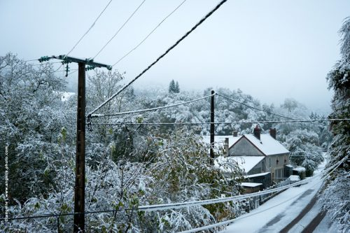 photo  © angelle matin neige cable poteau campagne route paysage fenetre