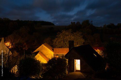 phot © angelle maison crépuscule toiture village campagne lumiere