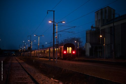 photo © angelle gare charite train depart lumiere nuit crépuscule au revoir adieux