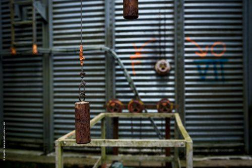 photo © angelle silo mecanique poids manette agriculture bourgogne fermé étrange