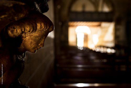 photo © angelle église ange statue or dore lumiere mystérieux
