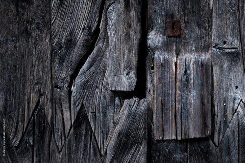 photo ©angelle bois porte de bric et de broc découpe ajuster entremêlé serrure fermé état d ame beauté étrange