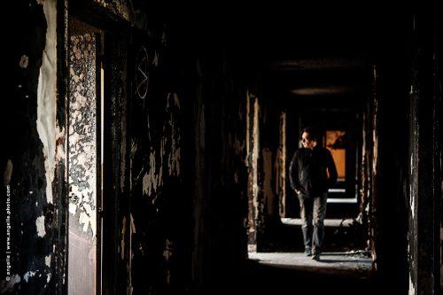 photo © angelle abandon couloir homme destruction curiosité peur lumiere