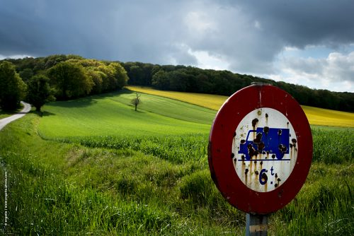photo ©angelle campagne lumiere colza culture champs couleur mouvement ciel orage panneau camion
