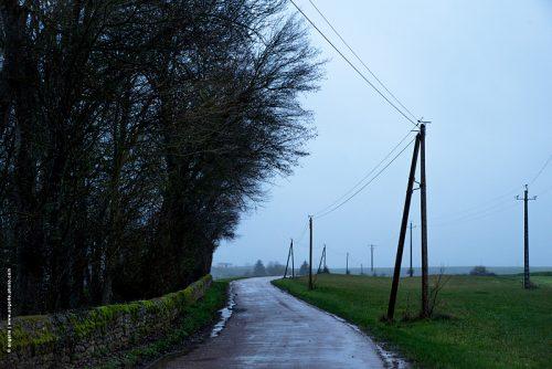 photo © angelle route poteaux muret campagne pluie hivers sinueuse