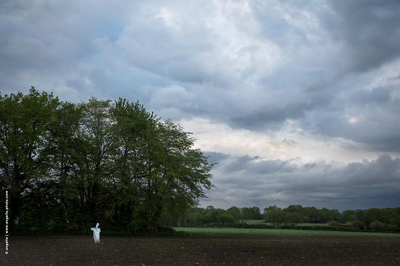 photo © angelle fantom épouvantail nuages soir orage peinture mystère